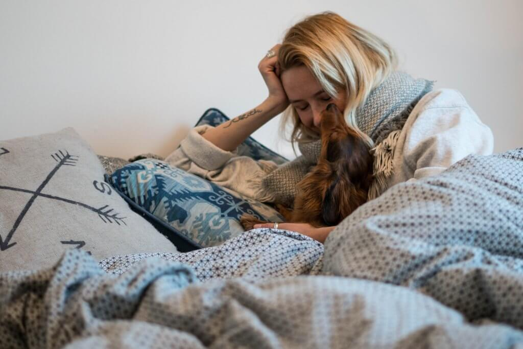 crocx les bienfaits de dormir avec son chien. Black Bedroom Furniture Sets. Home Design Ideas